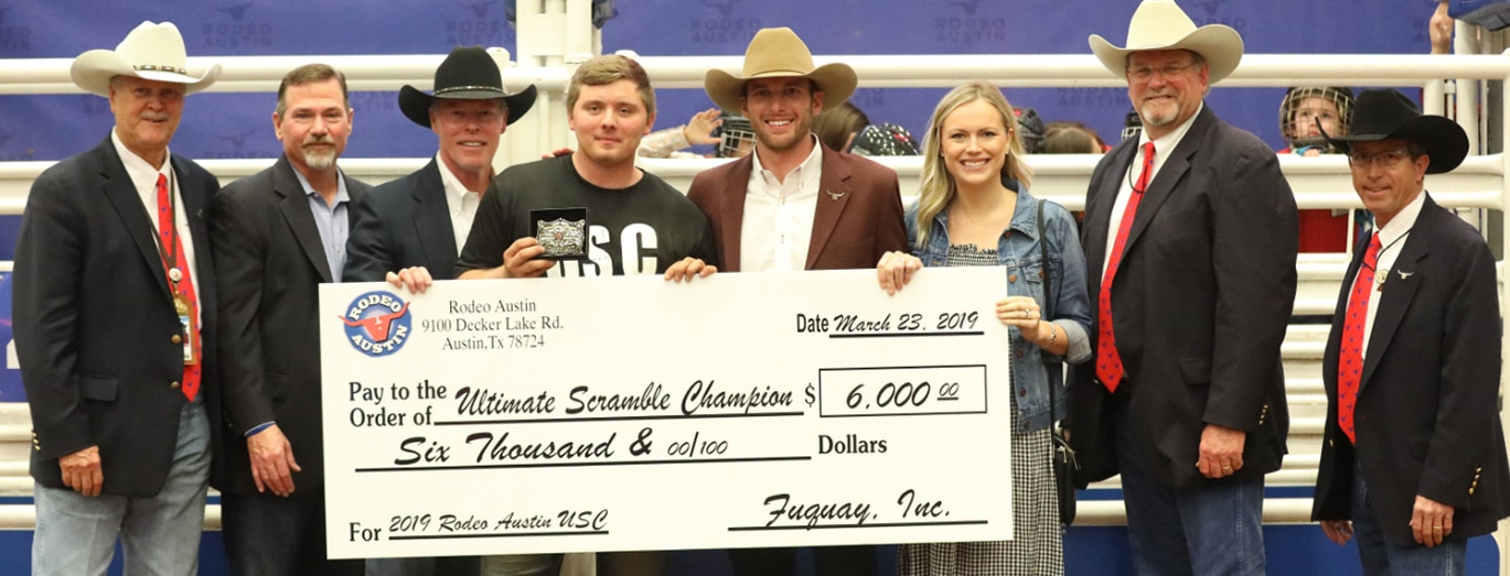USC calf scramble winner receiving his check from contributor
